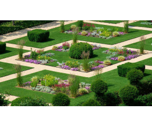 realizzazione giardino corte Castello Grosso realizzato da Paradello